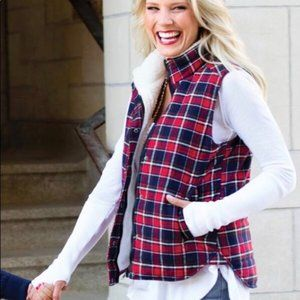 EVEREVE Skies Are Blue Sherpa Lined Plaid Vest